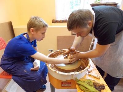 Занятие в гончарной мастерской