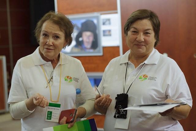 """Серебряные волонтеры конференции """"Общество для всех возрастов"""""""