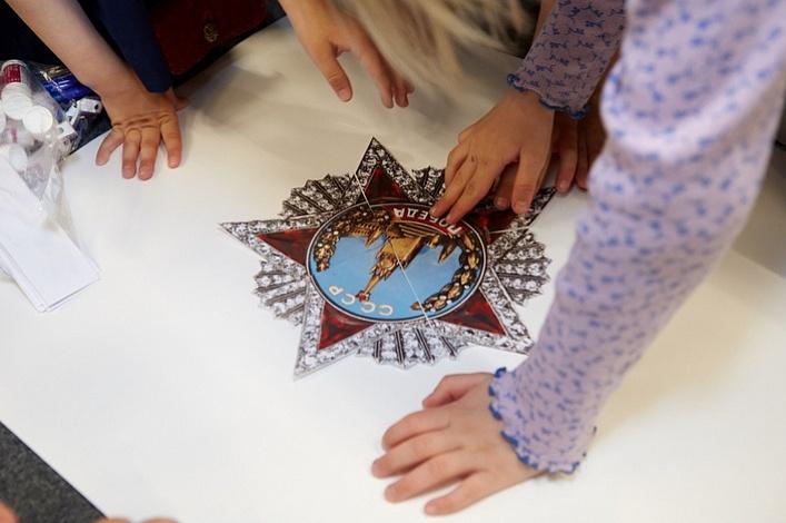 Источник: https://www.asi.org.ru/event/2017/05/04/den-pobedy-deti-velikaya-otechestvennaya-vojna/
