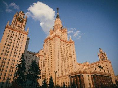 Руководство МГУ забаррикадировалось перед акцией противников фан-зоны