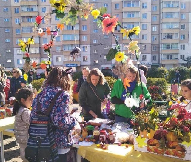 благотворительная ярмарка Красноярск школьники помощь