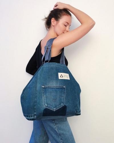 ef5b950b5f047d2 Супруги из Петербурга делают сумки из старых джинсов