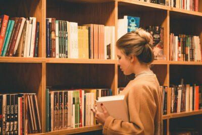 Новость  с сайта asi.org.ru: Ко Дню российской науки десятки научно-популярных книг стали бесплатными