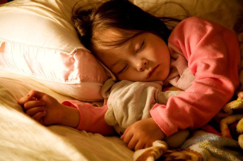 функциями зимнего сонник ребенок мальчик спящий для